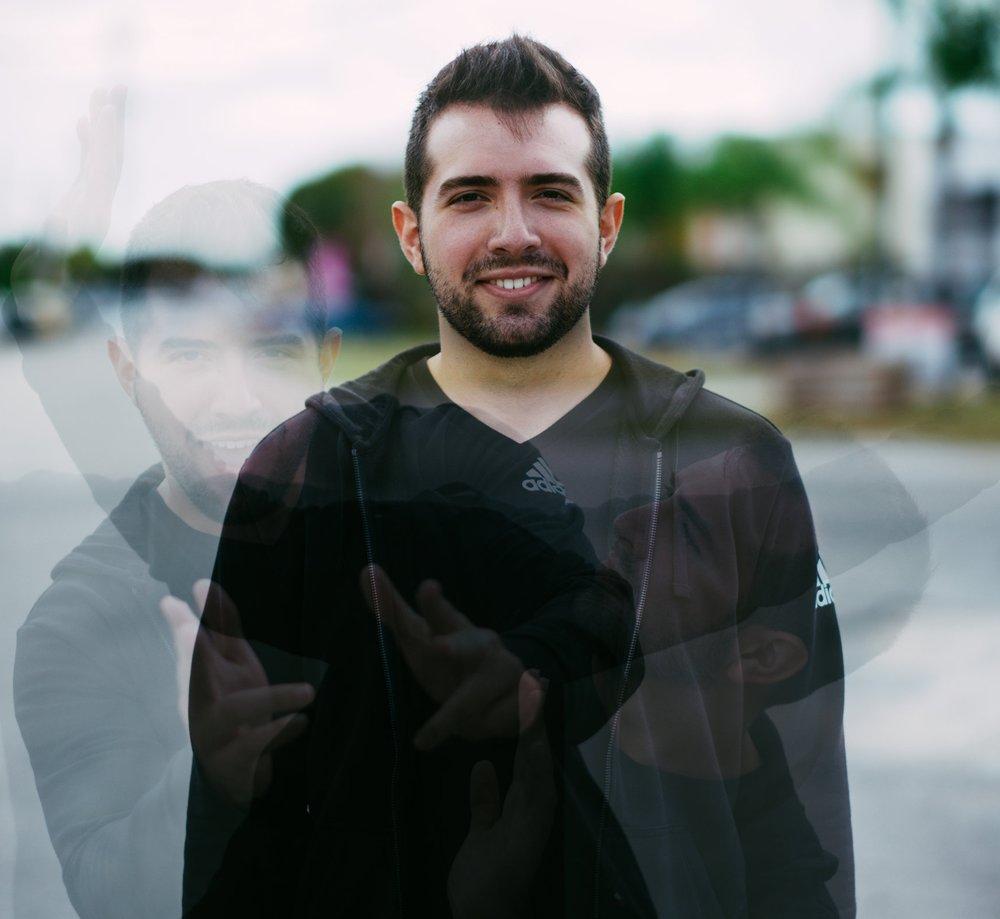 JONATHAN VILLEGAS - EDITOR