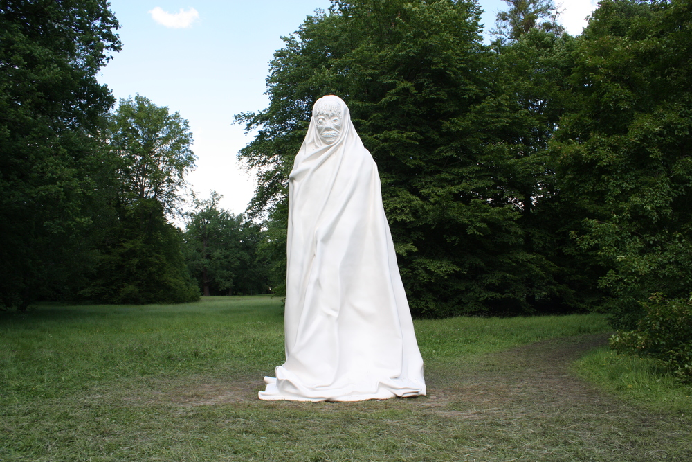 "This white sculpture, several meters high, was designed by the Thai artists Apichatpong Weerasethakul and Chai Siri. ""The ghost followed us from Thailand to Kassel. Thanks to the sculpture, we recall the victims of political violence in Thailand"" commented Weerasethakul. © Lucy Rees"