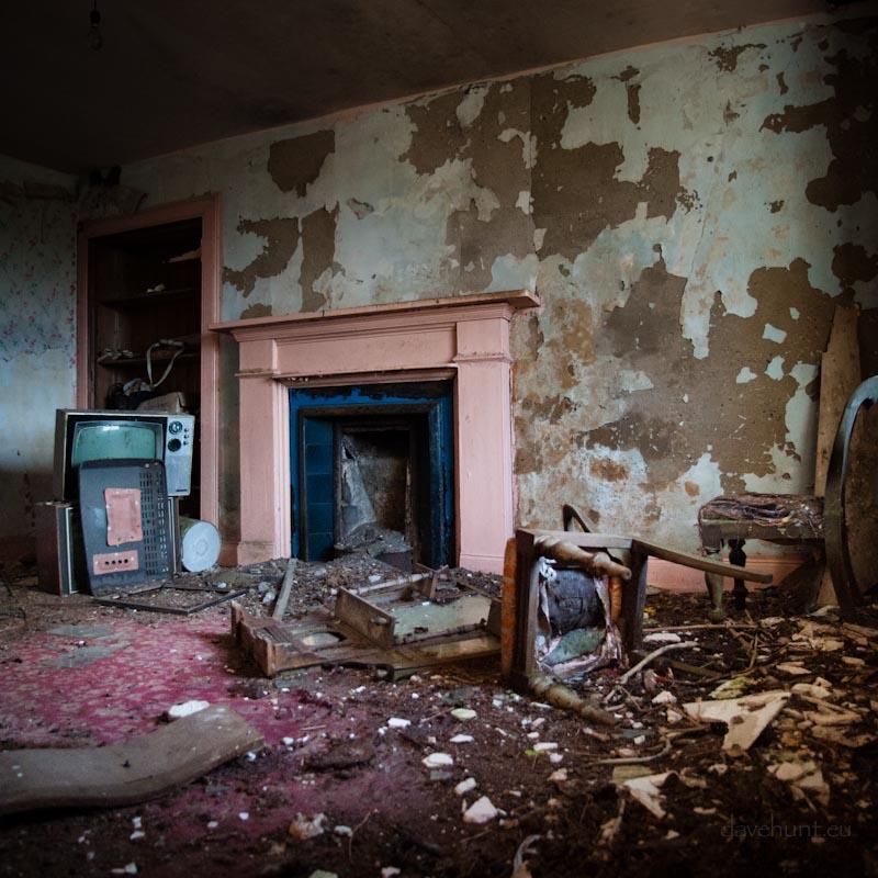 Resting Highlands - Pink Fireplace
