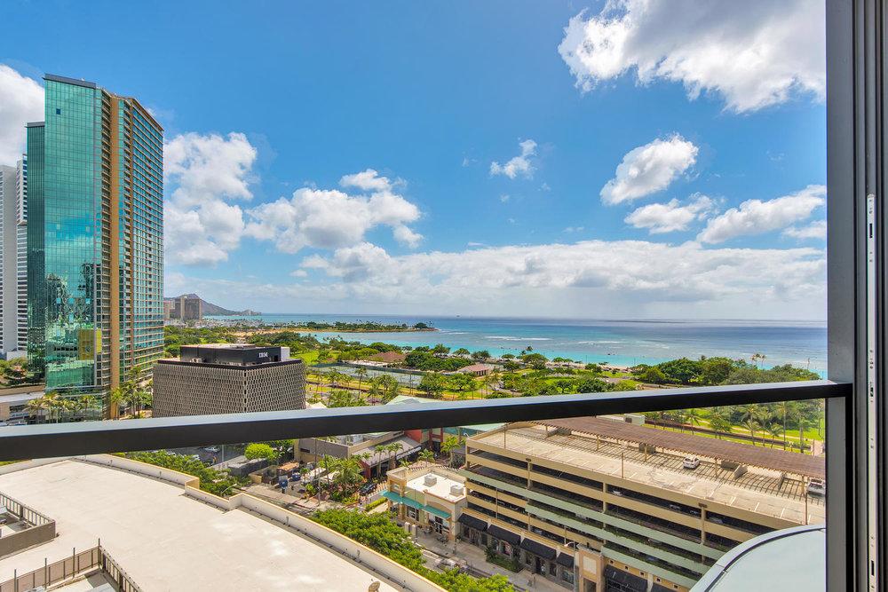 1108 Auahi St Honolulu HI-large-011-10-Auahi St 1202 Honolulu HI -1500x1000-72dpi.jpg