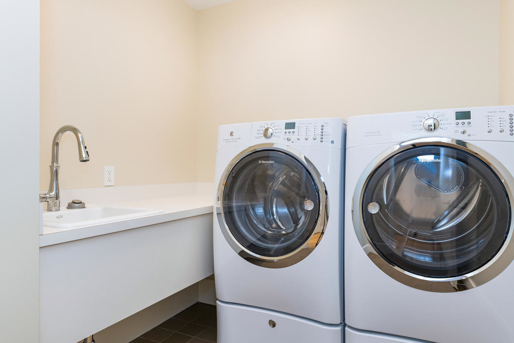 1108 Auahi St Unit 60 Honolulu-large-025-48-Anaha 60  Laundry copy-1500x1000-72dpi.jpg