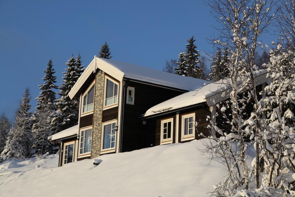 IDYLL: Rolfhytta ligg både sentralt og idyllisk plassert i Fosskamben. Midt mellom skitrekka i Rindabotn og Hodlekve.