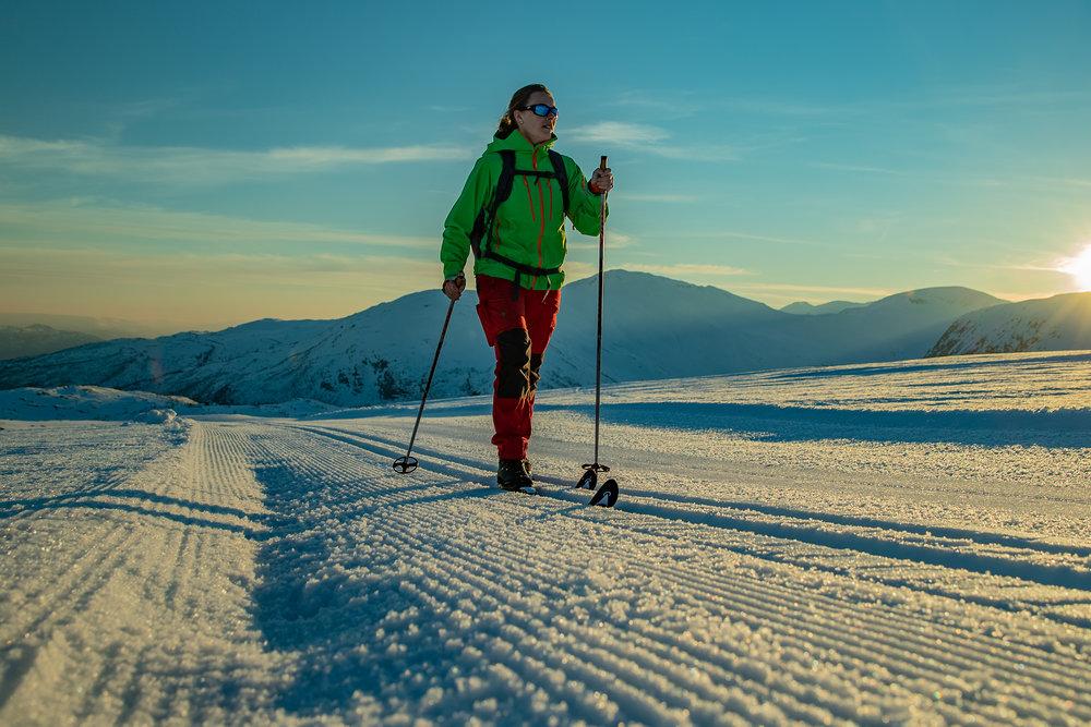 Andrea Mo Dalatun, sikra seg siste rest av solstrålane på Høgehaug kokka 19.45 laurdagskvelden.