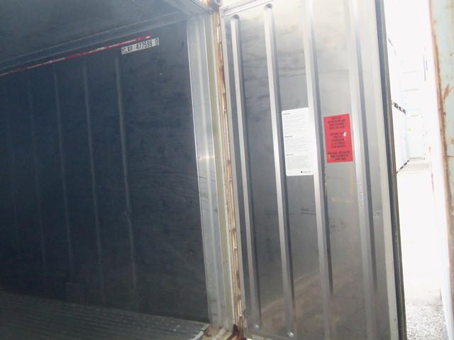 40' HC refrigerated container doors from the inside