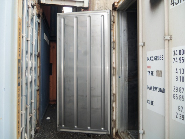 40' HC refrigerated container with door open