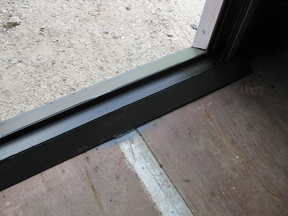 Roll-up door threshold