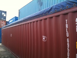 Open-top 40' container has a tarp roof