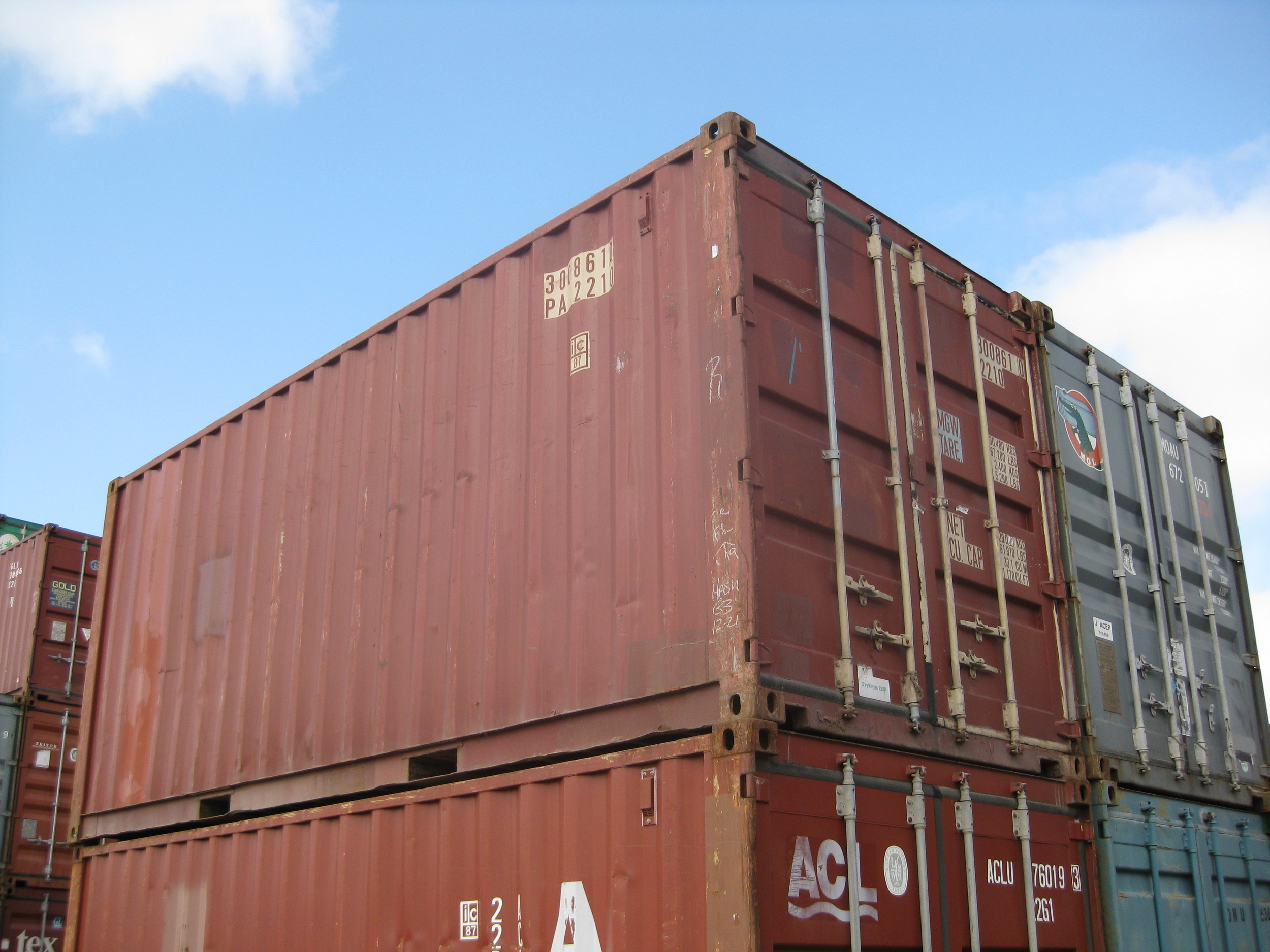 How to Stack Containers
