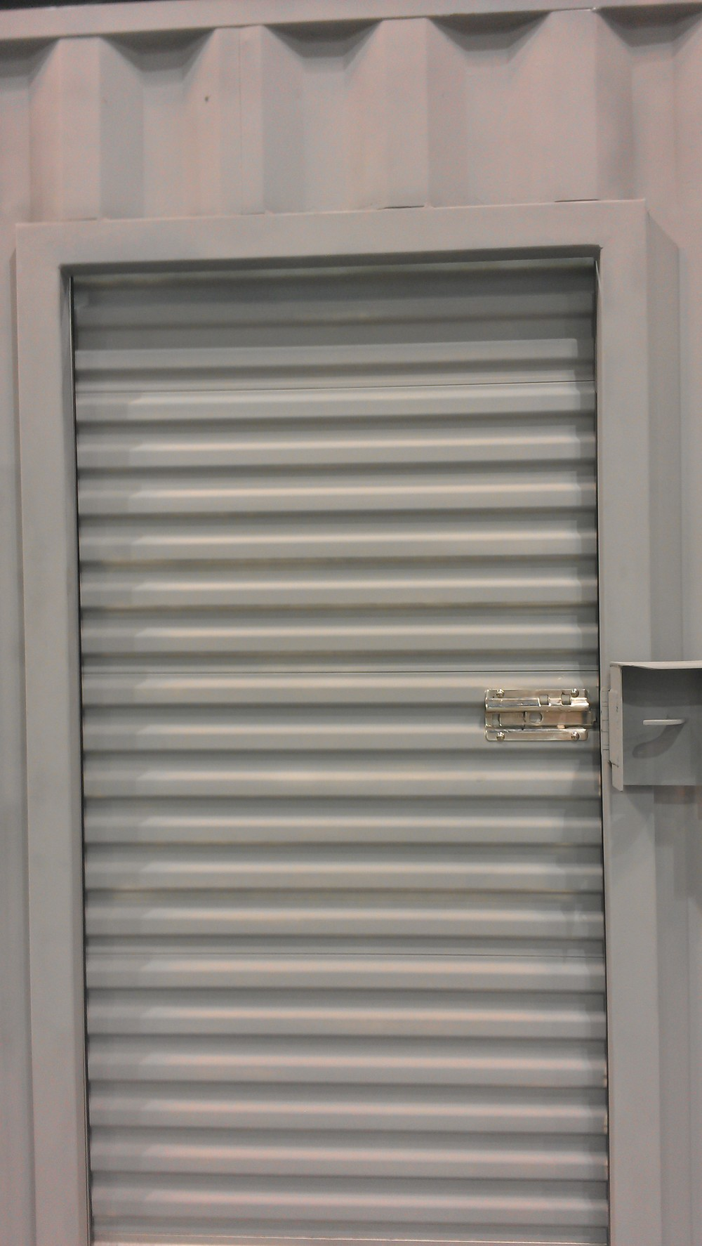 Narrow roll-up door