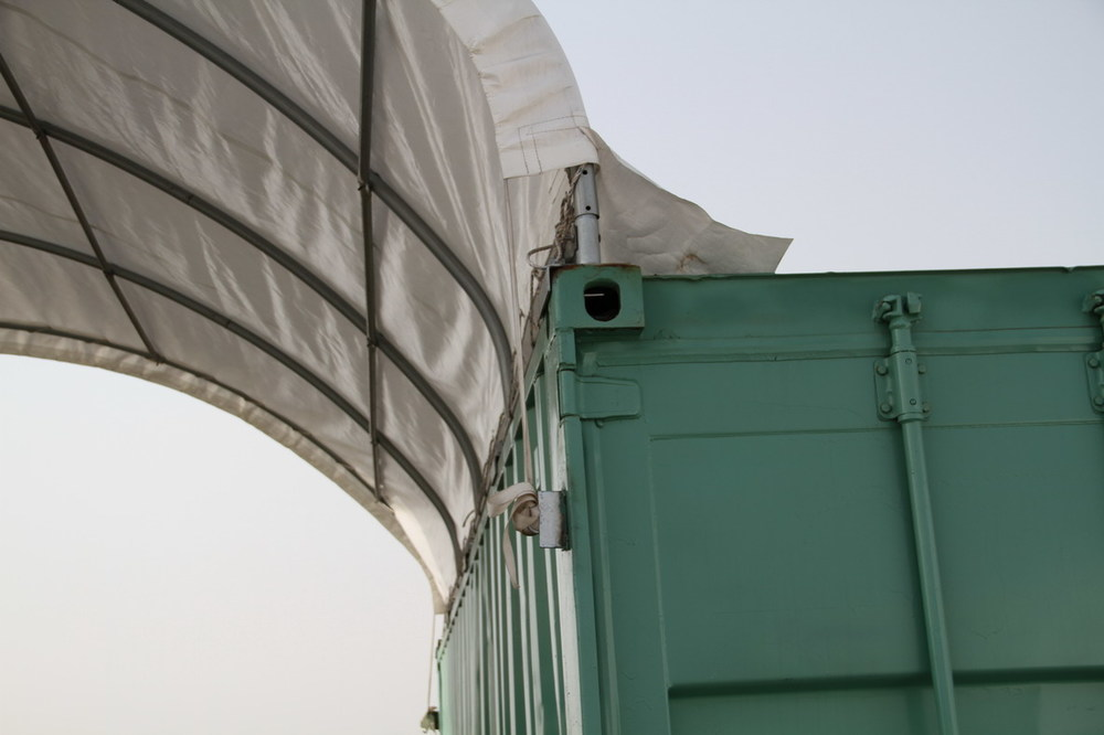 Roof connects into container castings.jpg