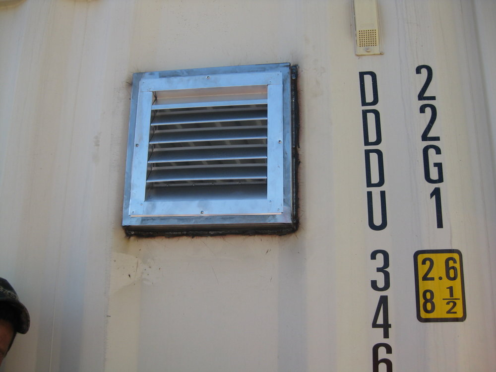 Fixed louvered vent