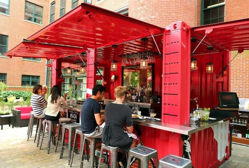 Cinquecento restaurant's outdoor bar in Boston
