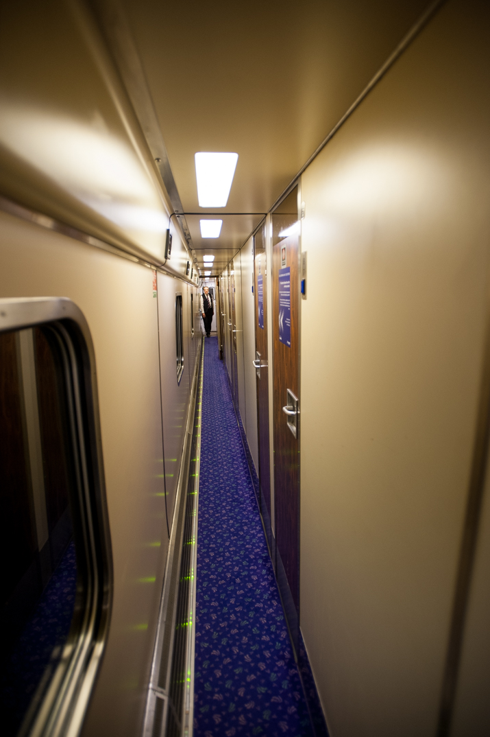 In the corridor of carriage J, an '80s-vintage, 13-compartment Mk 3A sleeper built in British Rail's Derby works as BR 10714.