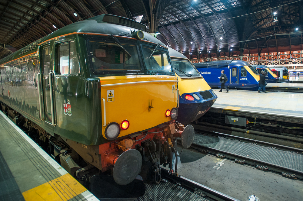 Having piloted the  Night Riviera  consist into Paddington,  Pendennis Castle  holds court with First Great Western HSTs.