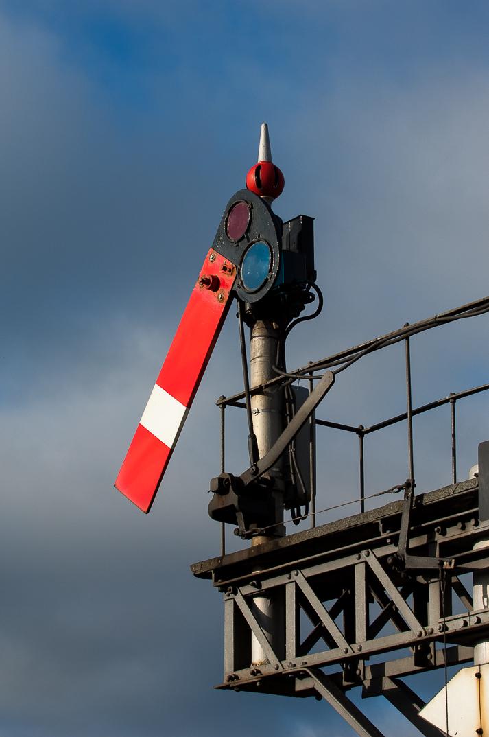 "Great Western legacy: lower-quadrant semaphore signal ""BN4"" at Banbury."