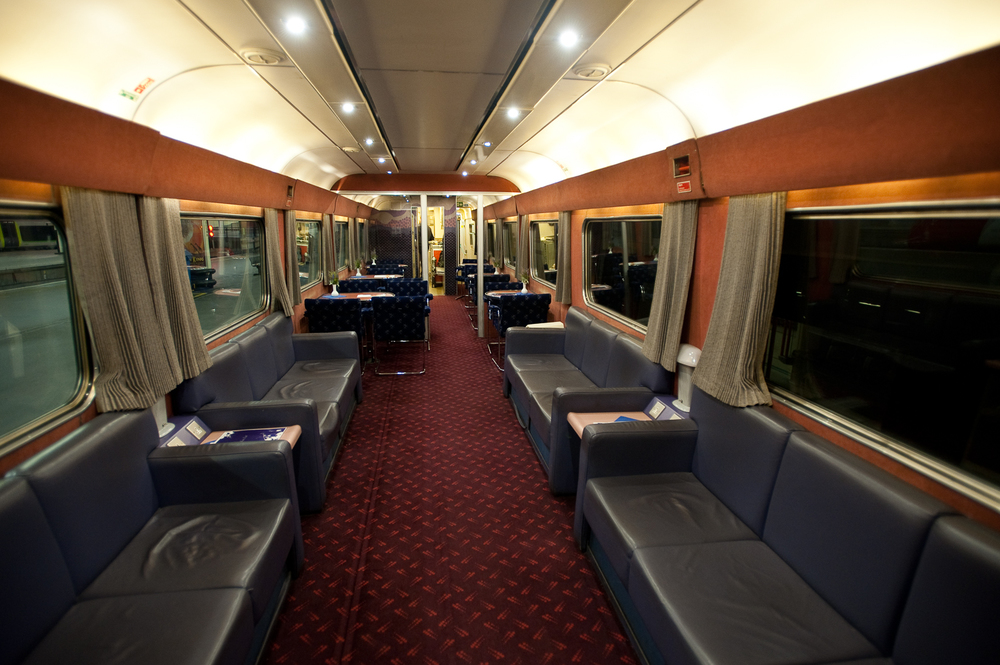 Lounge car 6707 was quiet when I arrived, but not for long.