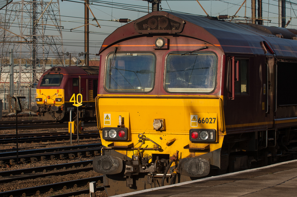 At sixty-sixes and sevens. EWS-liveried Class 66 No. 66027 passes Spanish-built Class 67 No. 67019 at the north end of Doncaster station.