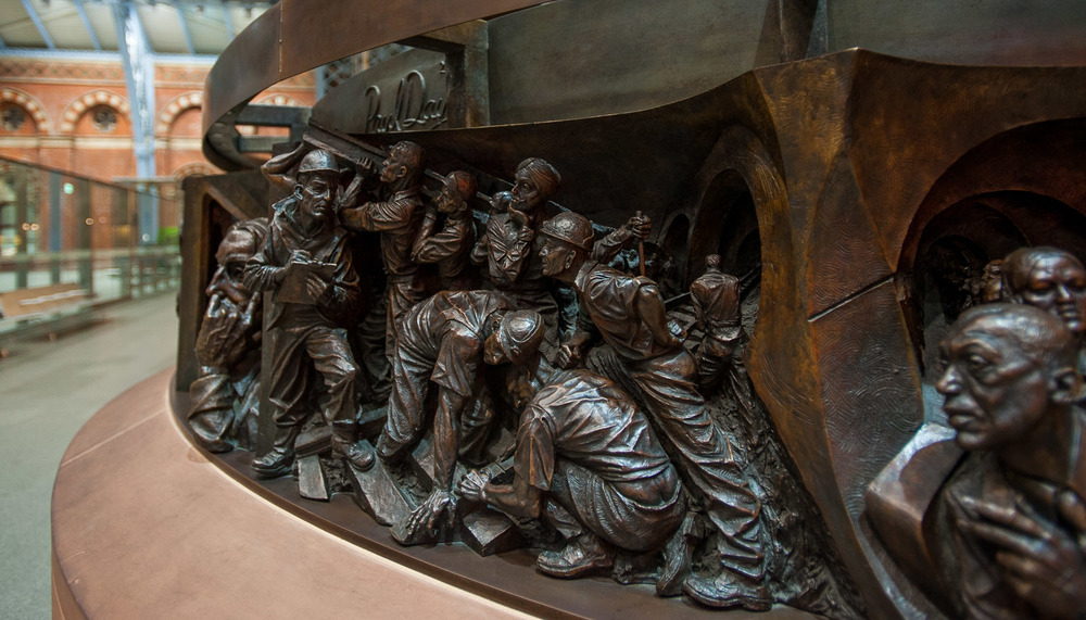 """The Meeting Place,"" statue by Paul Day, commissioned for St. Pancras Station in October 2006. Inaugurated at station's reopening by H.M. Queen Elizabeth II in November 2007.