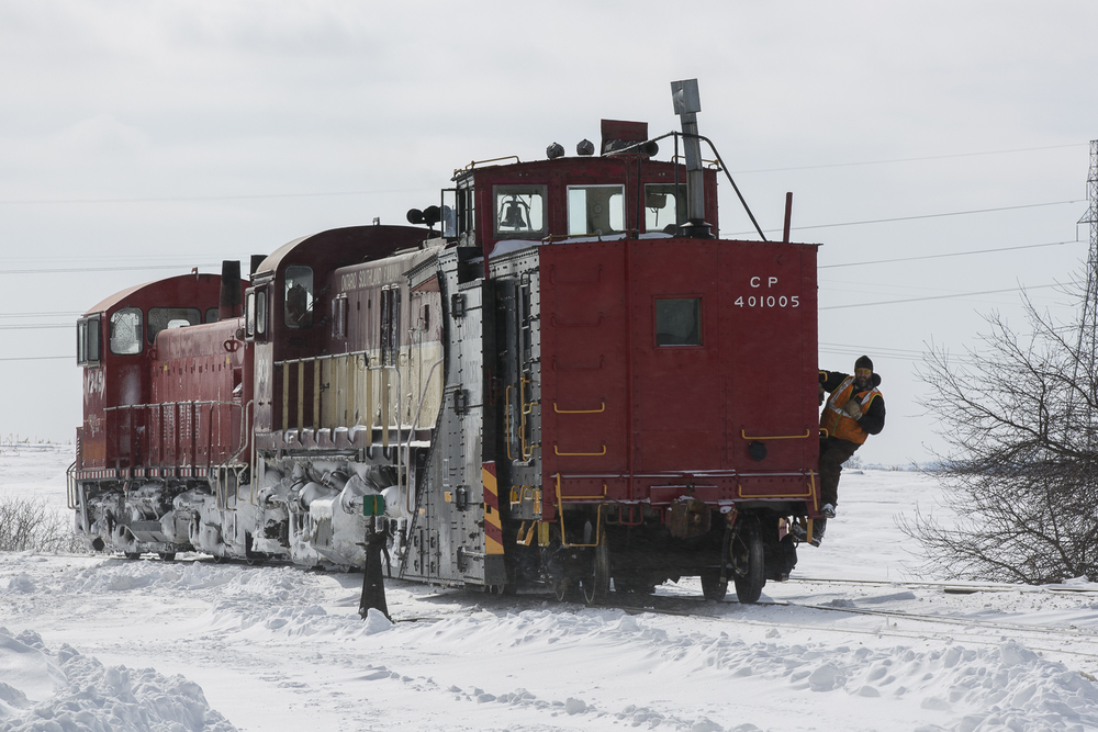 Sheldon rides the point as the Woodstock job positions snowplow CP 401005.