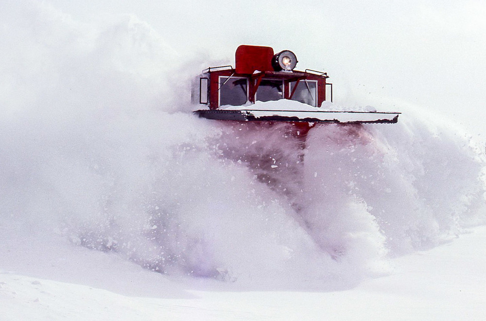 No. 91 Snowplow near Kenilworth, Ont., January 29, 1977.