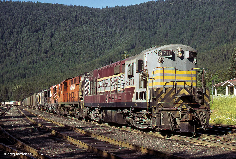 The connecting CP train, however, was all old school. Performing a brake test on the Idaho side, No. 980 prepares to depart Eastport with a three-builder lash up: H16-44 8711, RS18 8785 and GP7 8416.