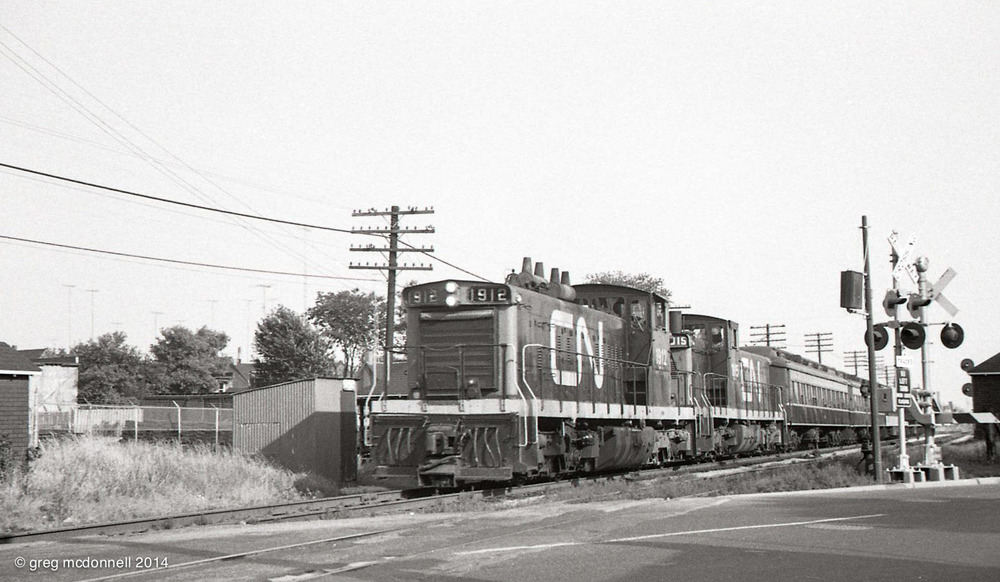 Toronto-Guelph No. 987: CN 1912, 1915 and five heavyweight coaches, four of them in the classic 1954-vintage green and black.