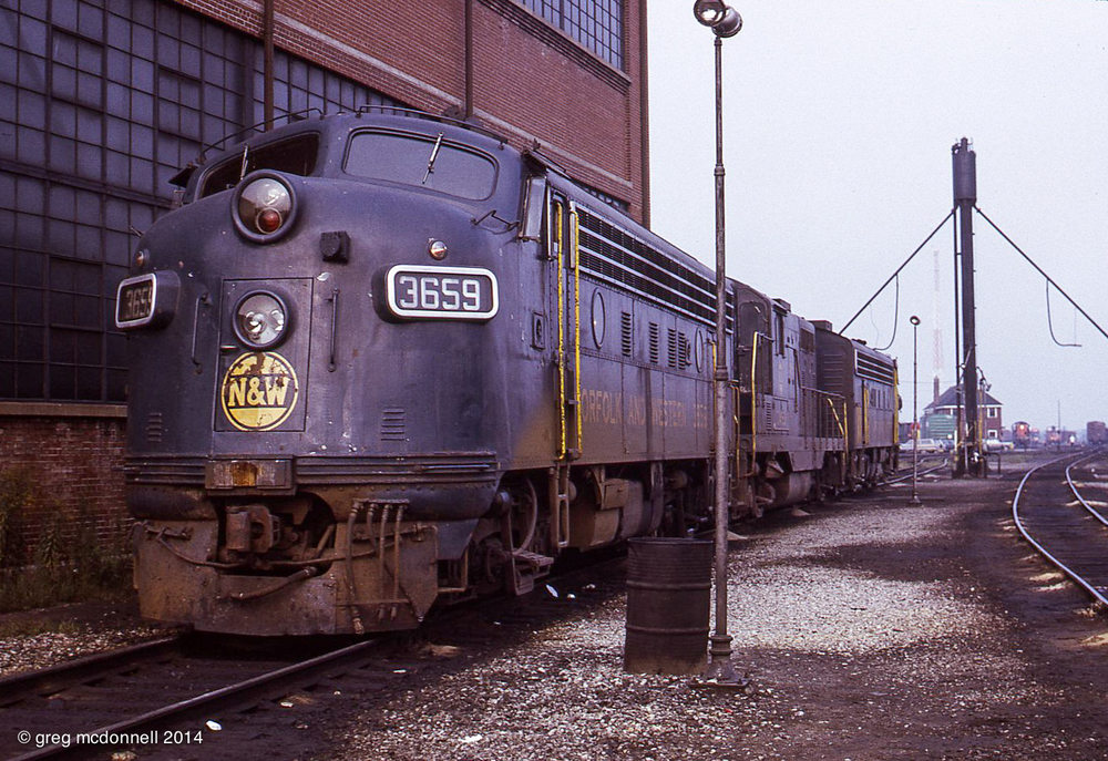 In addition to its fleet of Canadian-built F7As, Wabash purchased a single GP7, No. 453, from GMD. That's it (as N&W 3453) sandwiched between Fs 3659 and 3657. The two-storey Fort Erie yard office and one of the resident 8000-series S4s are in the background.