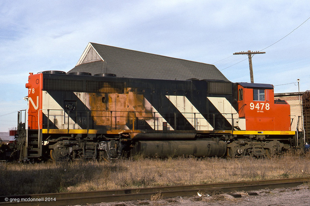 Fire-damaged CN GP40-2L 9478 is parked behind the Rectory Street roundhouse awaiting return to GMD for warranty repairs.