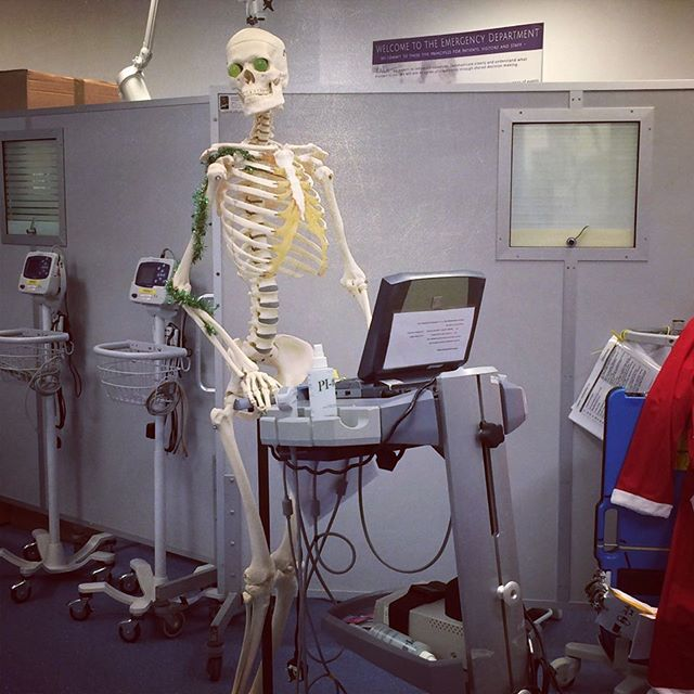 Don't work yourself to the bone! Come and join teamED. Fellow posts now advertised with development time for MedEd, Sim, QI.... https://medical.careers.global/job/2542274/Acute+and+Clinical+Development+Fellows.html?sn=twitter