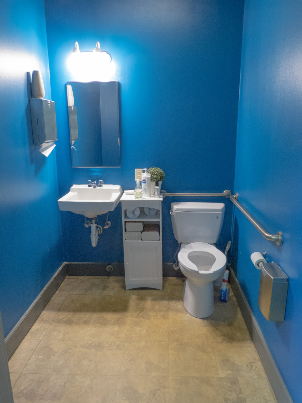 A bathroom.jpg
