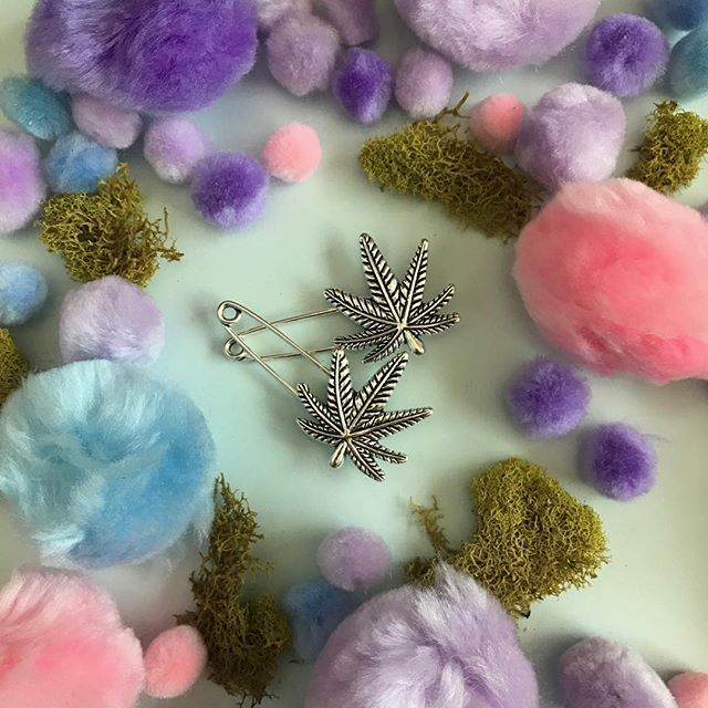 Bestie Weed Leaf Safety Pins!!!! Set of two coming to ICTC.etsy.com soon!!! $6 a pair comes in cute illustrated packaging 😊 ps that's moss 😛🎃🙃
