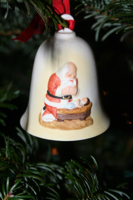 Santa:Manger ornament.jpg