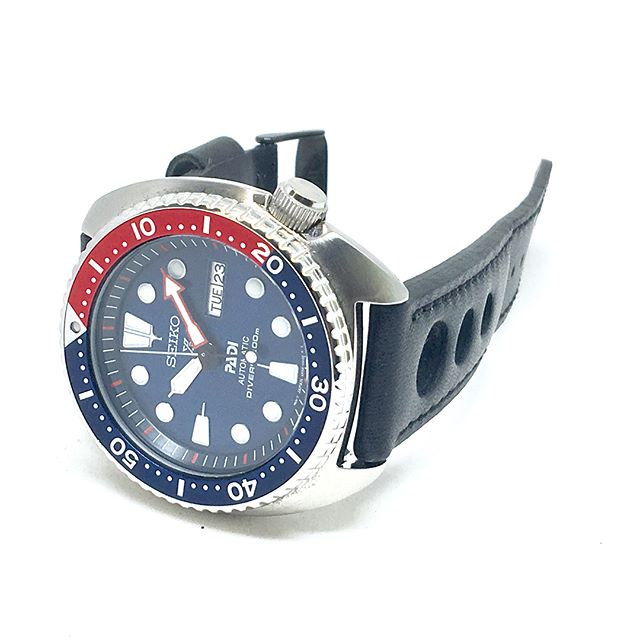 "Continuing our theme of Seiko dive watches, in particular those featuring the ""turtle"" case design, this is a #SRPA21 #PADI Edition... yet again, with a slightly different shade of blue (this is deeper), and the ""Pepsi"" color scheme bezel, this is another instant classic... contact us for more info, as once again these are hard to get and we only have 1 left... info@spazz.com // whatsApp 954.670.4892 // #spazzcom #Autodromo #Bocammxii #Rivieras #Superga #Lamy #Zippo #Berti #Boker #FieldNotes #Hadley #HadleyRoma #IWC #Rolex #Omega #Heuer #Seiko #PatekPhilippe #VacheronConstantin #JaegerLeCoultre #AudemarsPiguet #ALangeAndSohne #MembersOnly #watches #vintagewatches #vintage #collectingwatches #watchesofinstagram"