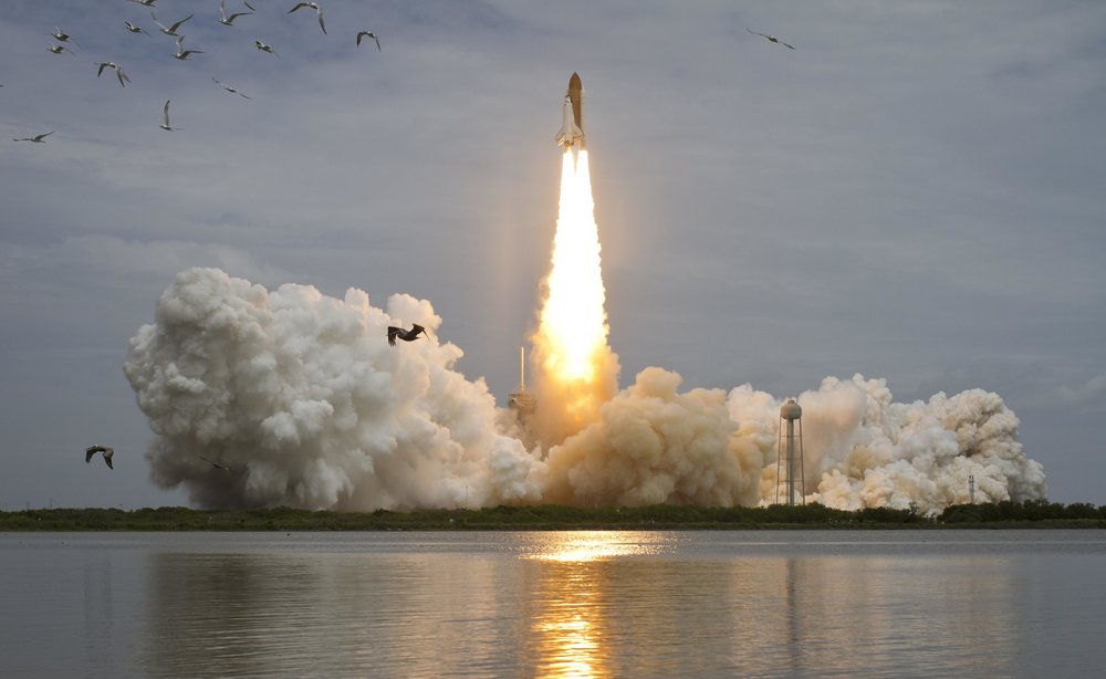 Launch_of_the_Space_Shuttle_Atlantis.jpg