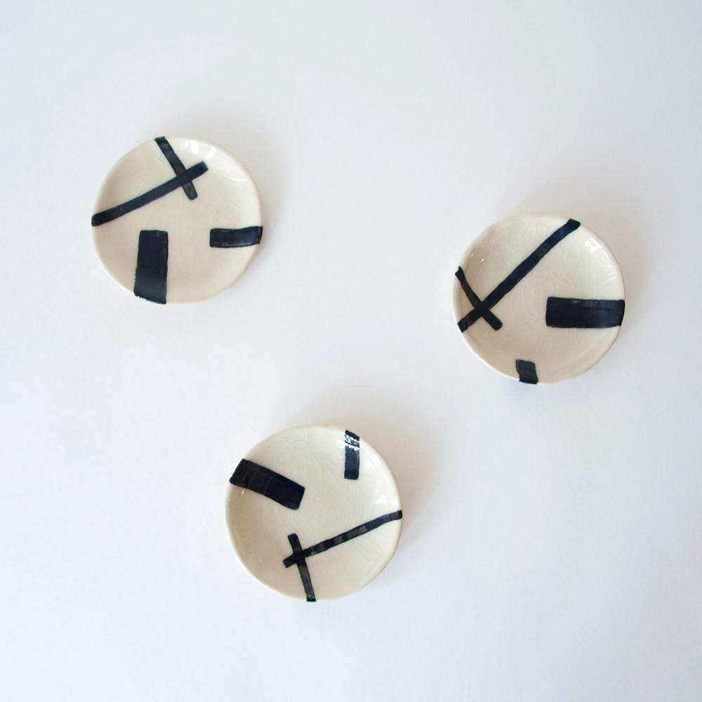 kertis-modern-art-ring-dish.png
