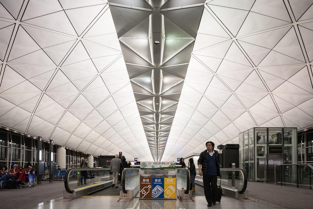 Hong_Kong_airport_terminal_1.jpg