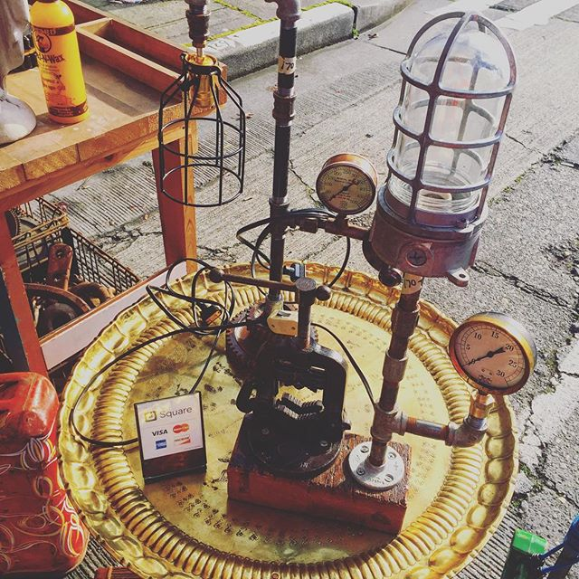 Sunshine always brings out cool stuff curbside! Get down soon while it lasts! #streetmarket #fleamarketfinds