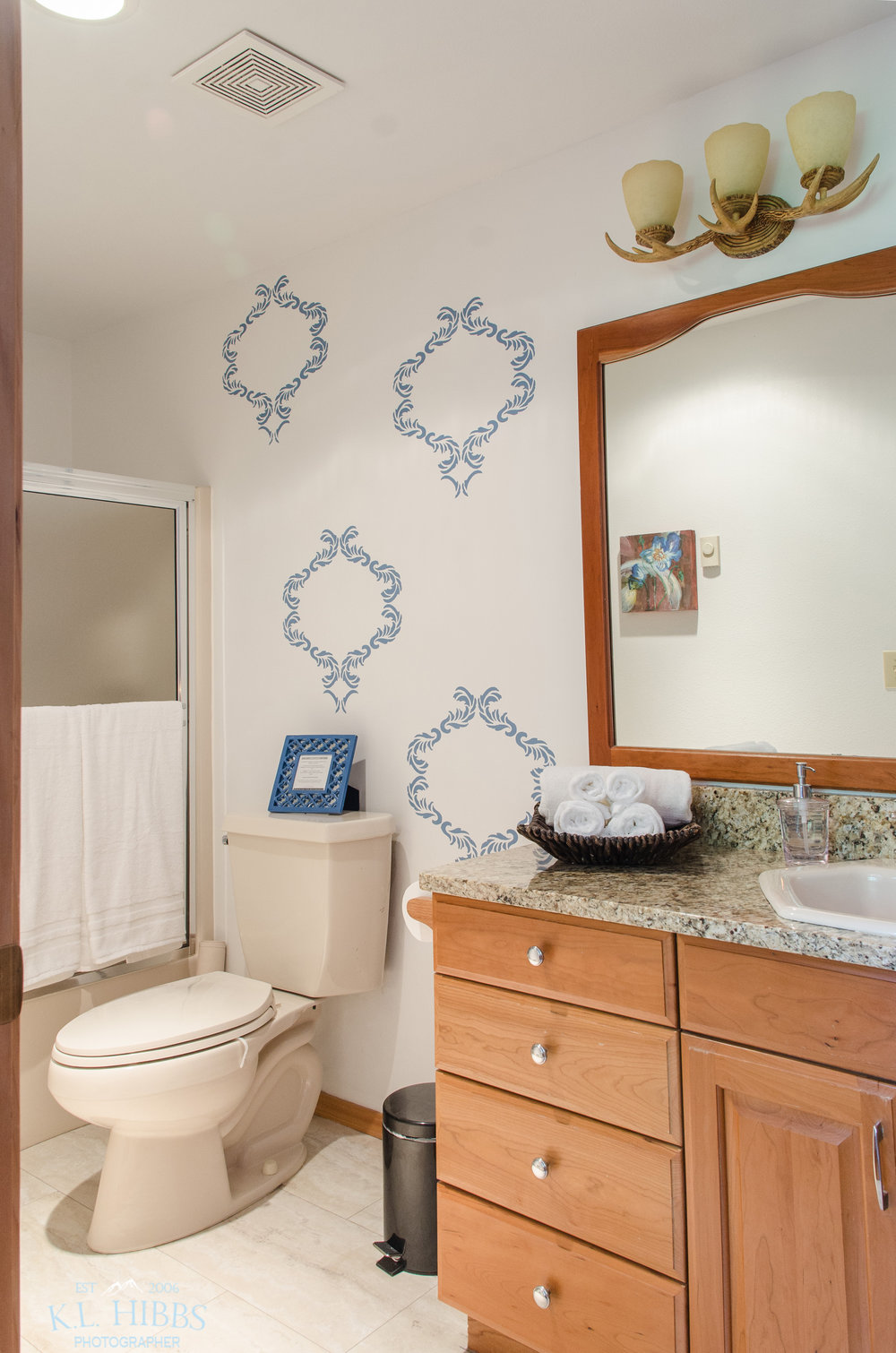 TAMARACK SUITE BATHROOM