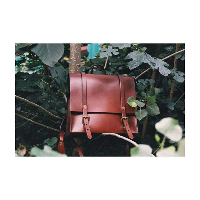 the montrose backpack, hiding in the trees in brooklyn. holds just the basics! .⠀ .⠀ .⠀ .⠀ #louisegoods #leatherwork #daytote #smalltote #leathertote #tote #edc #everydaycarry #madeinbrooklyn #womanartist #artist #maker #fashion #ootd #todayiwore #streetstyle #workbag #carryall #bag #leatherbag #smallleatherbag #backpack #leatherbackpack #smallbackpack