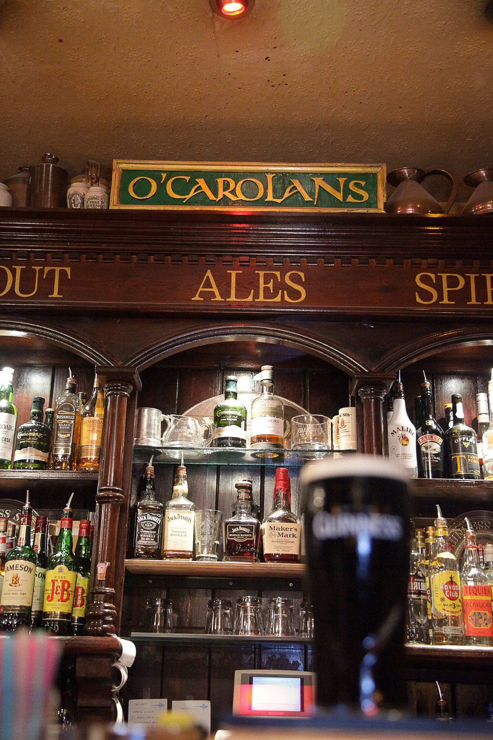 O'Carolans antique back bar Montpellier France CAROLANS_132.jpg