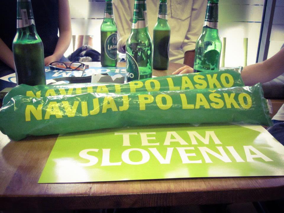 Slovenki v Londonu sva sestavile mednarodno navijaško ekipo, katera je navijala za naše na Olimpijskih igrah 2012. V Slovenskem Olimpijskem pubu v Camden Town-u.