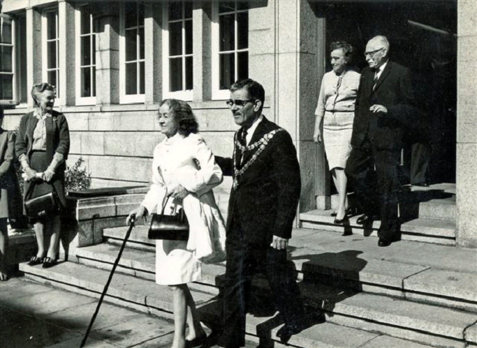 Barbara Hepworth and Bernard Leach with Janet after being given the Freedom of St Ives in 1968