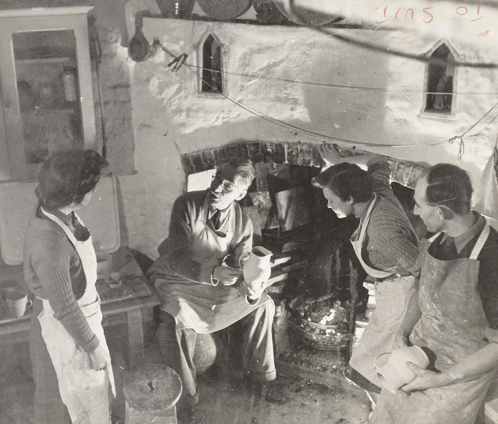 Bernard Leach teaching at the fireplace 1946
