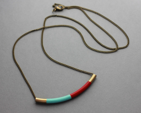 long_brass_curve_necklace_red_mint_grande.jpg