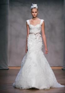 Monique-Lhuilier-Lace-Wedding-Dress-209x300
