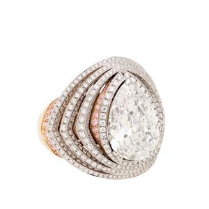 Ring in 18 Karat Rot- und Weissgold mit einem Diamanten im Tropfen-Schliff von 6.08 ct, der Farbe D und der Reinheit IF.