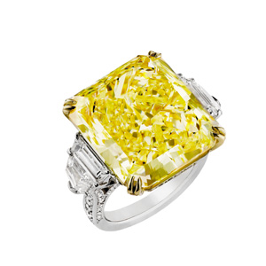 Ring in Platin und 18 Karat Gelbgold mit einem Natural Fancy Yellow Diamanten von 27.54 ct, Reinheit VS2, Cut-Cornered Rectangular Modified Brilliant.