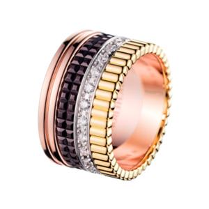 Quatre Ring  Ring der Kollektion  Quatre  besetzt mit Diamanten. In 18 Karat Gelb- Weiss- und Roségold.