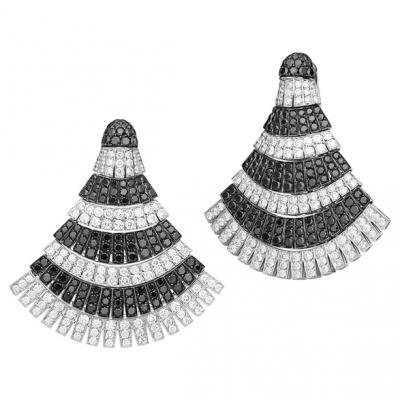 Ventaglio Ohrringe Ohrringe aus der Kollektion Ventaglioin 18 Karat Weissgold,mit weissen und schwarzen Diamanten.