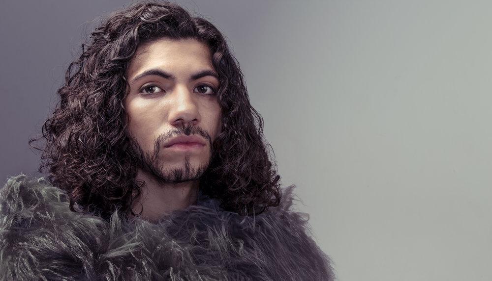 curly-hair-man-king-fur-coat-costume-orlando.jpg